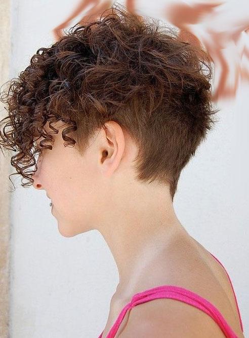 I tagli della moda capelli 2019 per capelli ricci corti e ...