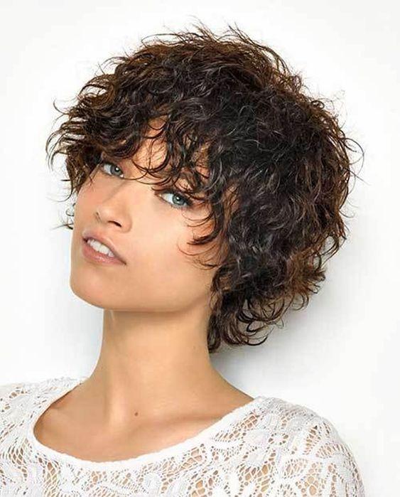 Foto di tagli corti per capelli ricci