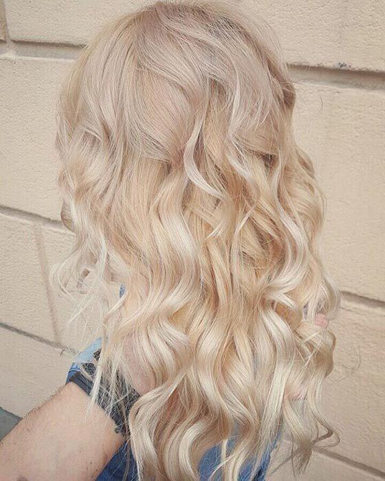 il colore per capelli biondo crema tendenza 2021.