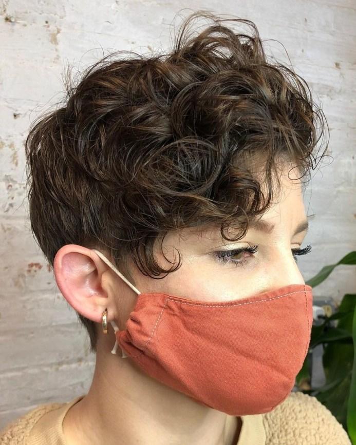 tagli capelli ricci 2021.